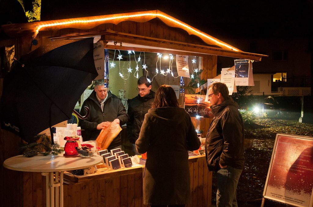 Stand des Galileums auf dem Weihnachtsmarkt
